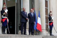 ولد عبد العزيز يلتقي هولاند في باريس